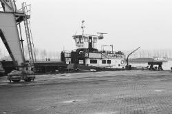 Duwcombinatie Sambre aan de kade bij de ro-ro 1 haven in de...