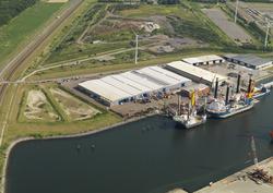Werkschepen in de Westhofhaven.