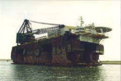 Platform van Heerema in de haven van Vlissingen-Oost.