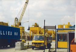 Bouwmaterialenhandel De Hoop aan de Zuiderkanaalhaven. Foto gemaakt...