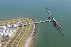 Aanlegwerkzaamheden 2e fase steiger Oiltanking Terneuzen in de...