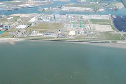 Luchtfoto van een gedeelte van het Kalootstrand te Vlissingen-Oost.
