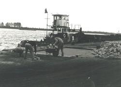 Bestratingswerkzaamheden aan de Massagoedhaven.