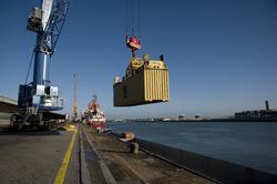 Laden van een container aan de Sloekade.