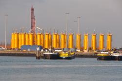 Monopiles voor windmolens aan de BOW terminal.