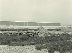 Loods van Aug. de Meijer aan de Ro-Ro kade in de Zevenaarhaven en...