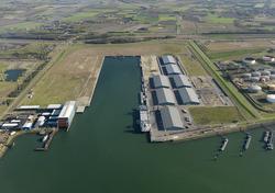 Recent verlengde Scaldiahaven met terminal van Verbrugge.