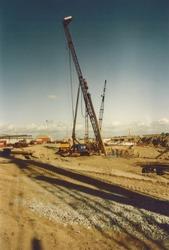 Werkzaamheden bouw kadeverlenging met 360 m. HV 30 (september 1980).