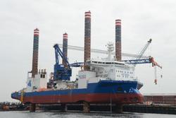 Werkschip A2 Sea Installer in de Westhofhaven.