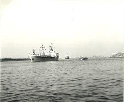 Zeeschip op het kanaal Gent-Terneuzen ter hoogte van de...