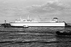 Ro-ro schip aan de Ro-ro 1 kade in de Zevenaarhaven.
