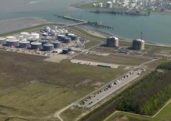 Railterminal van Bertschi en vestiging van Oiltanking op de...