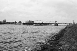 Draabrug over het kanaal Gent-Terneuzen bij Sluiskil.