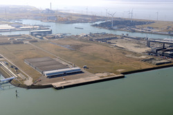 Kade Quarleshaven-Zuid met bedrijfsgebouwen van Prodelta en...