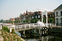 Ophaalbruggetje over Zijkanaal H, aan de Oostkade te Sas van Gent.