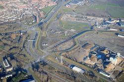 Bedrijfsterreinen bij de kruising Veerhavenweg met de Oosterhavenweg...