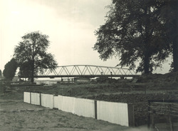 Draaibrug over het kanaal bij Sas van Gent.