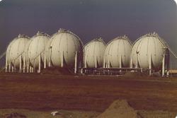 Opslagbollen van Eurogas aan de Quarleshaven.