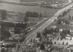Luchtfoto gedeelte van de kern Sas van Gent met aansluiting naar de...