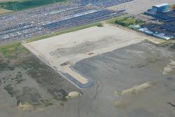 Luchtfoto aanleggen zanddepot aan de Ritthemsestraat met zand...