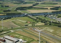 Sluiskiltunnel met openstaande brug. Foto is vanaf het oosten richting...