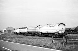 Trein op het spoor langs de Beneluxweg in Terneuzen.
