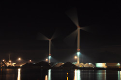 Kaloothaven in de nacht, met uitstralend licht van de...