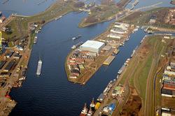 Zijkanaal A, Middensluis, Binnenvaartsluis en bedrijfsterrein aan de...