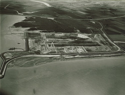Luchtfoto van de haventerreinen aan de Europaweg-Oost te...