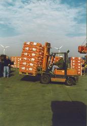 Overslag van uien in de Bijleveldhaven.