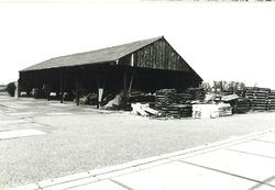 Loods bij boerderij Akkerweg 1, Nieuwdorp.