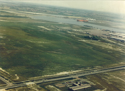 Luchtfoto kantoor Havenschap Vlissingen aan de Engelandweg, met...