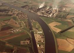 Luchtfoto Kanaaleiland Sluiskil.