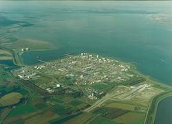 Luchtfoto Dow Chemical met Braakmanhaven en werkzaamheden bouw...