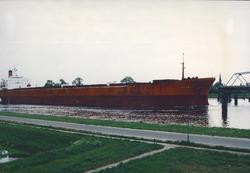 Kanaal van Gent naar Terneuzen, zeeschip vaart door brug Sluiskil.