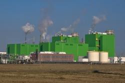 De groene gebouwen van de Sloecentrale.