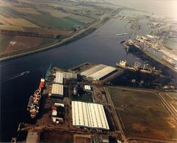 Overzicht van de Zevenaarhaven en Massagoedhaven. In de havens liggen...