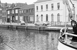 Zicht op de Oostkade met Zijkanaal H te Sas van Gent.