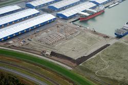 Het bouwen van een nieuwe loods aan de kop van de Scaldiahaven bij...