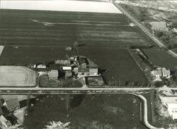 Serie boerderijen havengebied Vlissingen-Oost  Drieklauwenweg 4 en 6,...