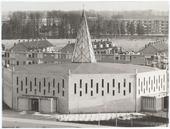 Kerk van de parochie H. Pastoor van Ars aan de Beneluxlaan. Vanwege zijn specifieke vorm werd het gebouw in de volksmond Citroenpers genoemd. Nadat het gebouw in 1977 zijn functie als kerk had verloren, werden er na een interne verbouwing ondermeer een filiaal van de Openbare Bibliotheek en een wijkcentrum in gehuisvest