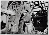 Tweede Wereldoorlog. Bommen. Kapel van pension Mariëngaarde aan de Burgemeester Damsstraat na de inslag van een V 1 op 2 februari 1945, waarbij 27 doden vielen te       betreuren