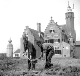 Outward Boundschool gevestigd in het slot Moermond; Laone 12
