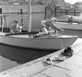 zeilboot; op de achtergrond de Vitrite