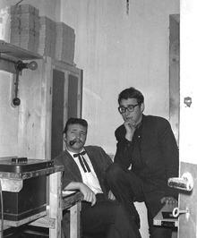 de heer Reems (links) en dichter Hans Verhagen in drukkerij (?)