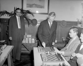 opening schaakbal door burgemeester B. Kolff vanwege 75-jarig bestaan schaakclub…