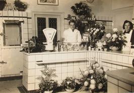 opening zuivelwinkel van de heer en mevrouw Waverijn aan de Markt 15