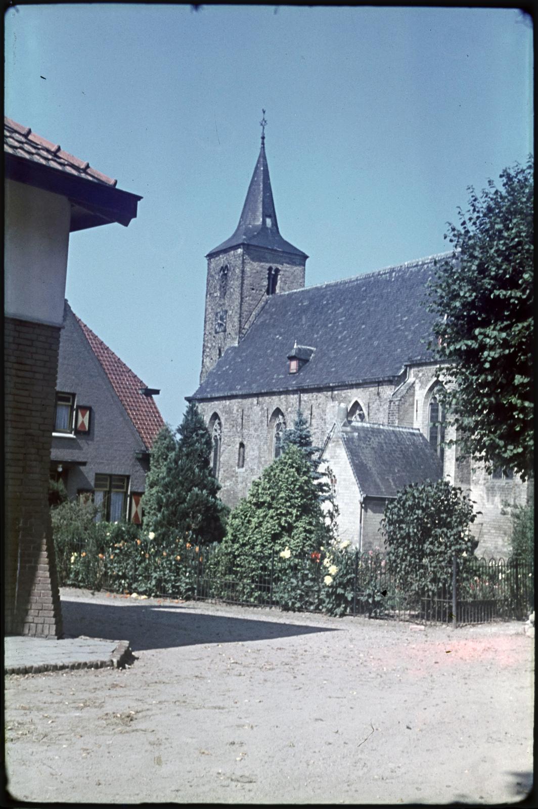 De Ned. Herv. kerk gezien vanuit het zuidoosten