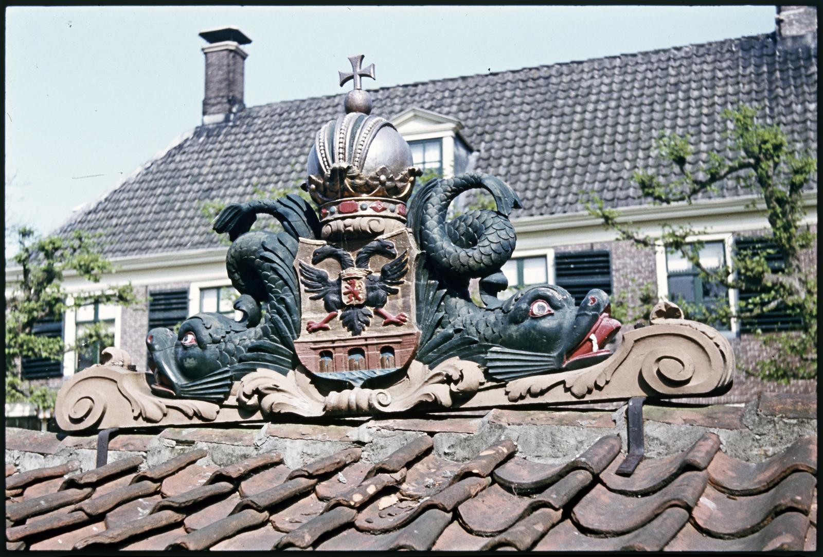 Detail van het wapen bij het Gemeenlandshuis aan de Schepenmakersdijk in Edam