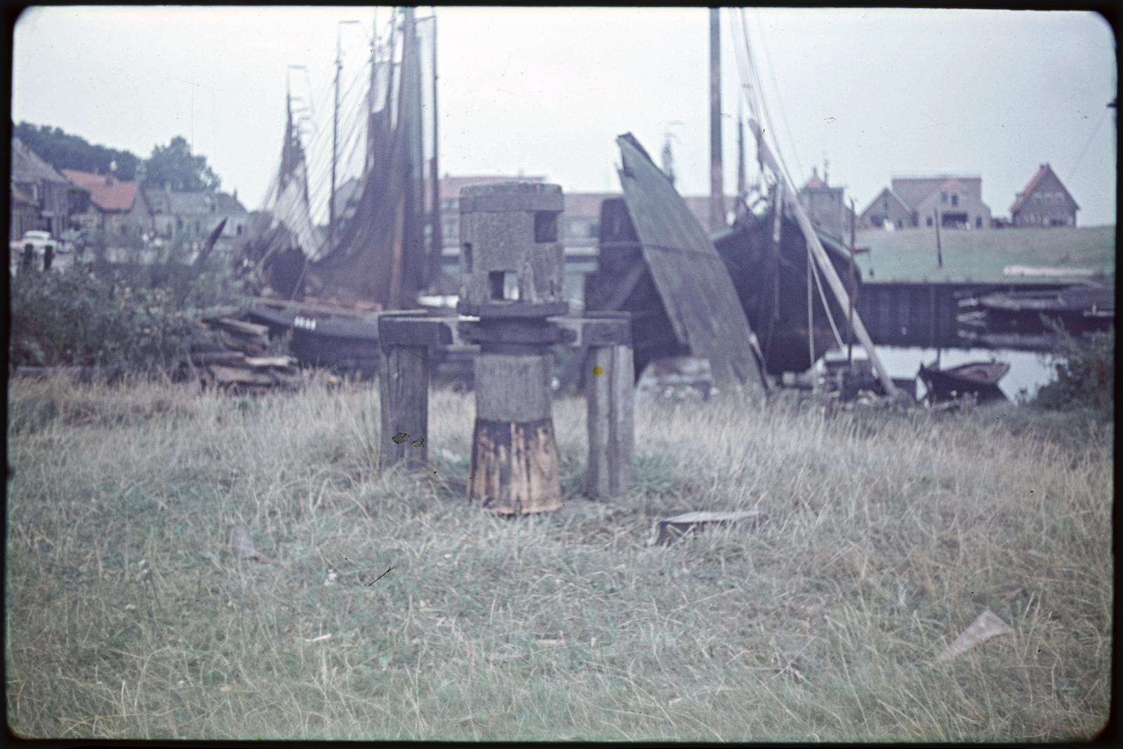 Botter op de helling van een scheepswerf